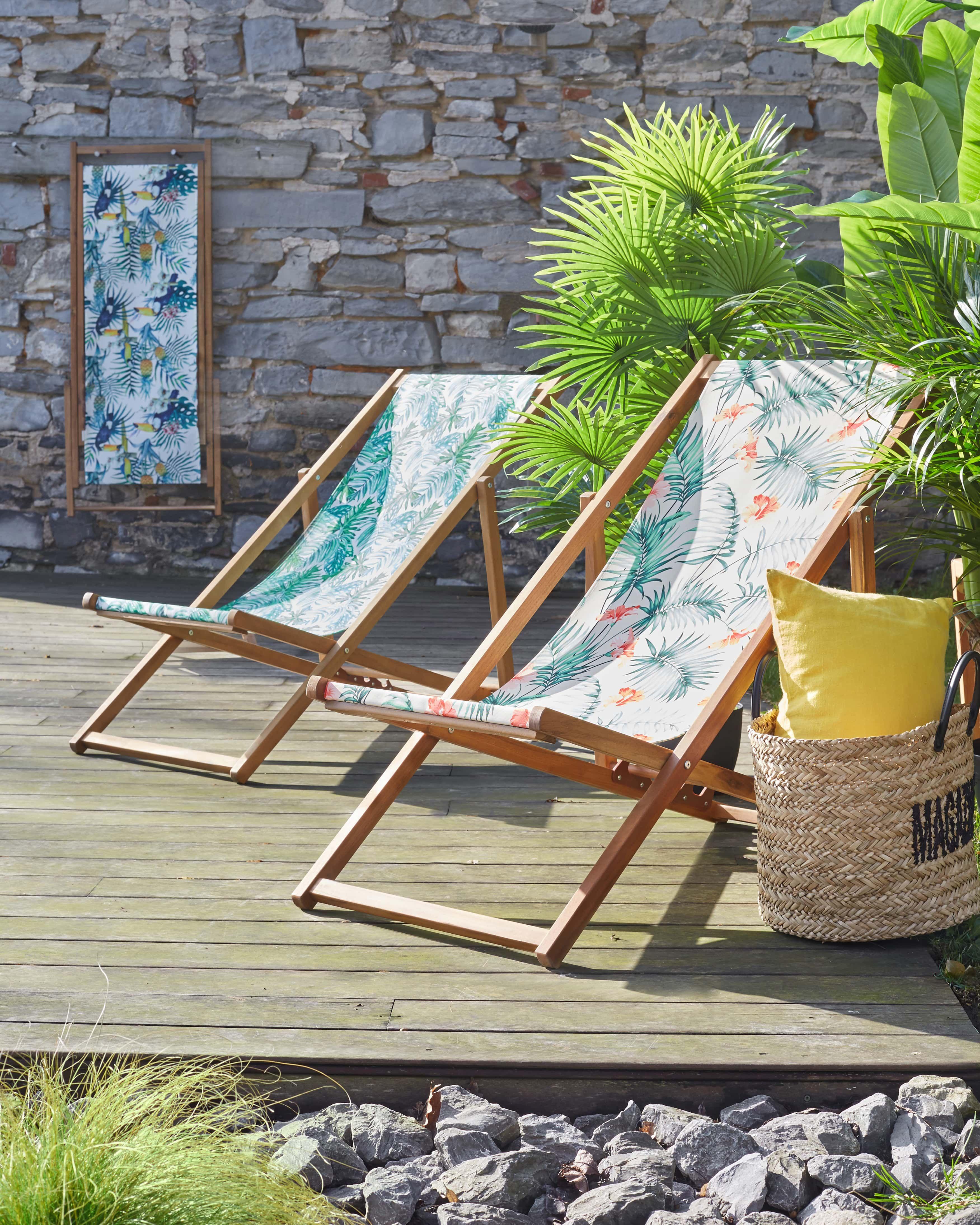 Chiliennes En Acacia Et Toile Imprimee Aux Motifs Tropicaux Decoration Deco Maison Alinea Chaise Longue Jardin Motif Tropical Chaise Longue Exterieur