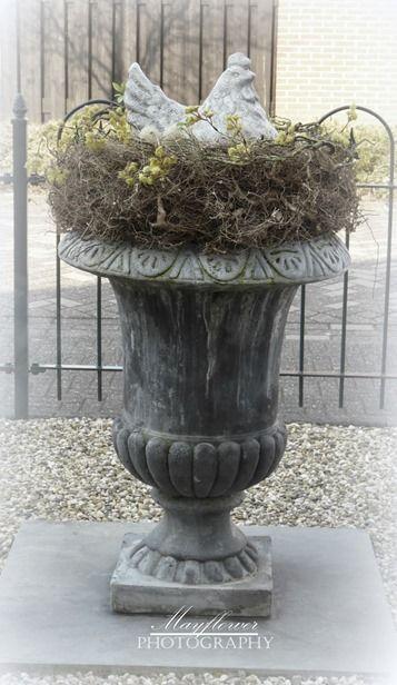 Urn Decorations For Spring Paas Sfeertje Urn Met Kip  Voorjaar  Pinterest  Urn