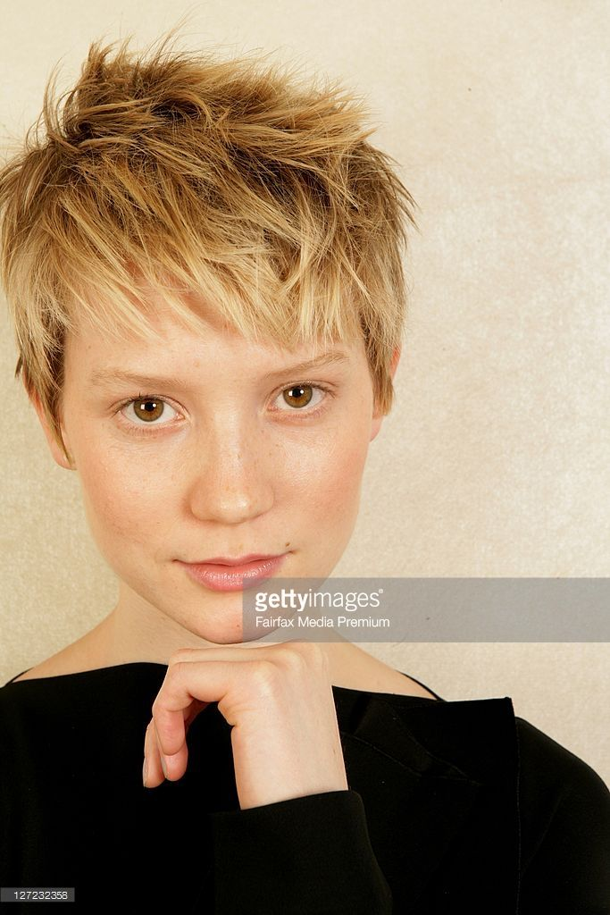 australian-actress-mia-wasikowska-poses-during-a-portrait-session-to-picture-id127232358 (683×1024)