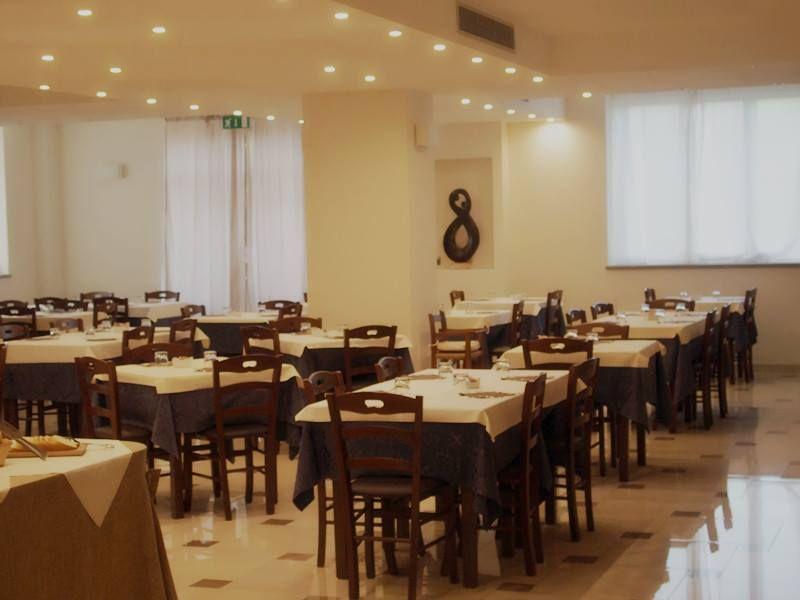 Allestimento ristoranteOsteria cacio e pepe a Terni Tavoli e sedie ...