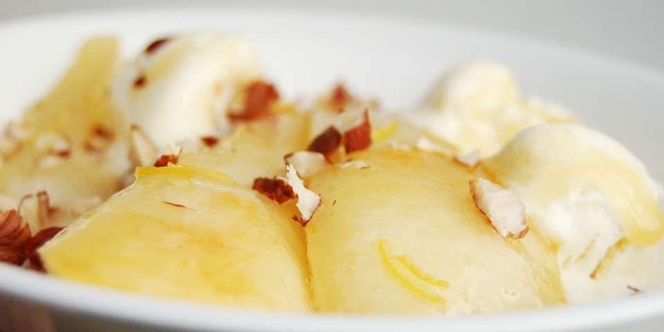 PÆRER: Karamellisert og kokt med sitrus.