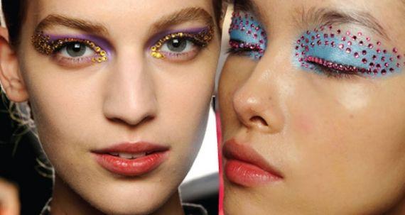 Na última semana de moda em Paris, que ocorreu dia 28 passado, a Dior deu um banho de tendências e apresentou as maquiagens com cristais como destaque das passarelas. Mas, e aí, você usaria o look?