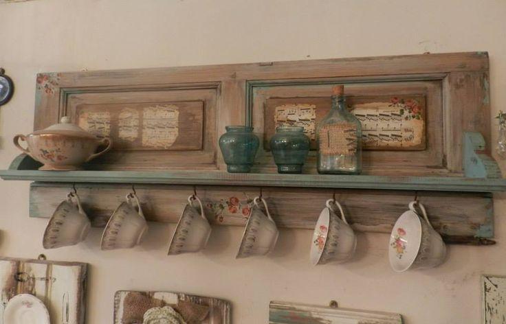 Reciclado con postigos buscar con google reciclados for Cocina con muebles antiguos
