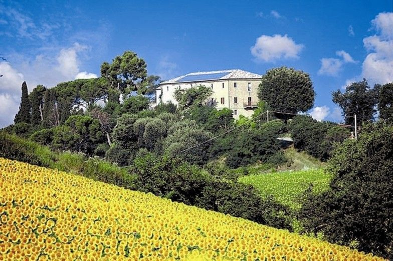 The biotech commune in Tuscany. The supporting and sustainable model of ecovillages. Micro societies organized on the basis of shared values. Vogue.it
