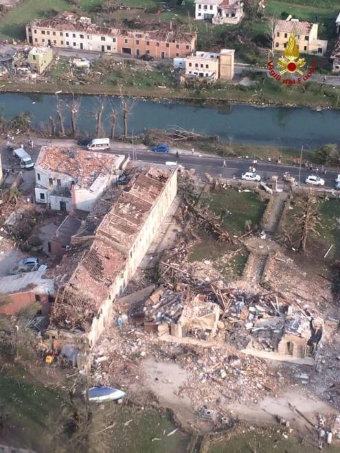 Tromba d'aria nella Riviera del Brenta devastata Villa