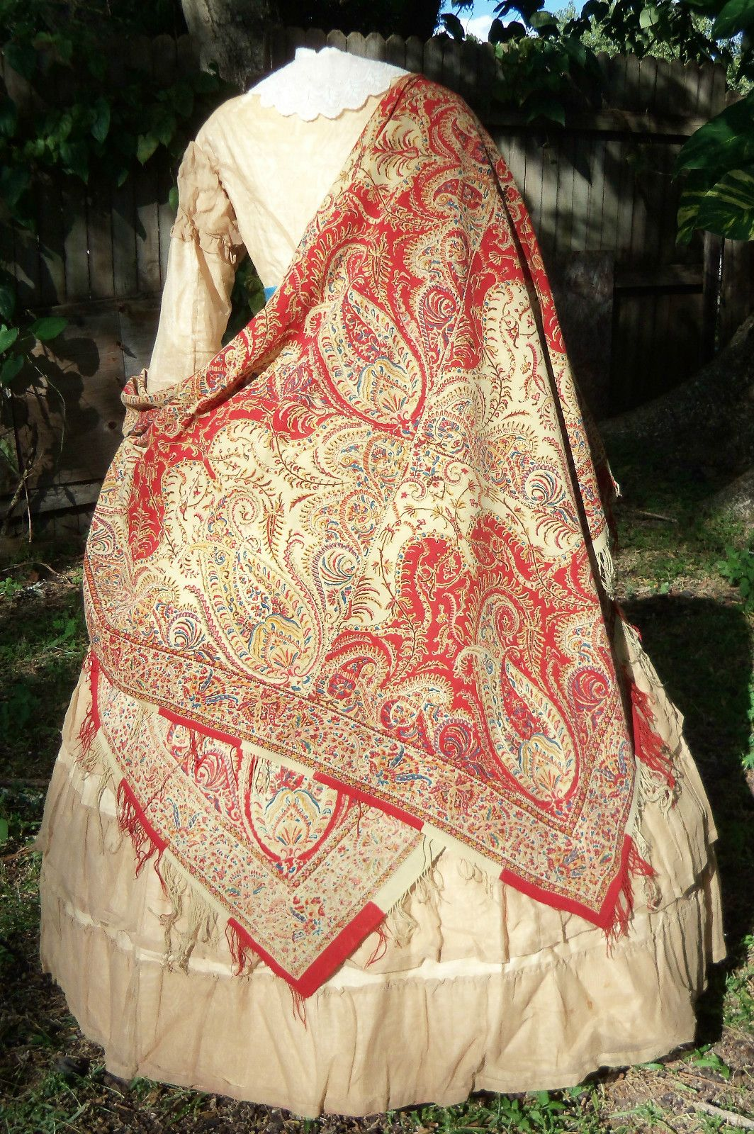 Early Victorian Roller Printed Shawl C 1840s Ebay Victorian Clothing Vintage Outfits Victorian Fashion