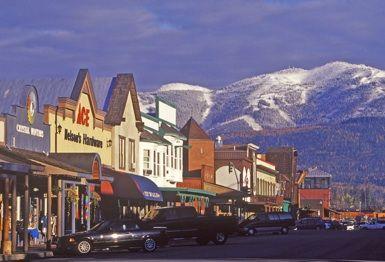 Whitefish, MT! Stunning mountain backdrop! ihastuin tähän kaupunkiin ,vaikka vain ohi ajettiin vuorille