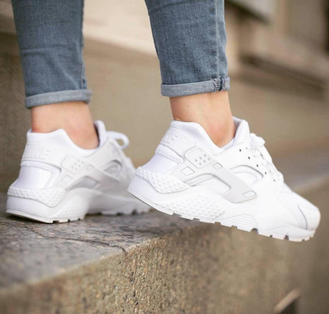 loto Gran engaño tono  NIKE AIR HUARACHE GS TRIPLE WHITE #huarache #nikehuarache #nike #152store  #woman | Nike air huarache, Nike shoes huarache, Nike huarache women