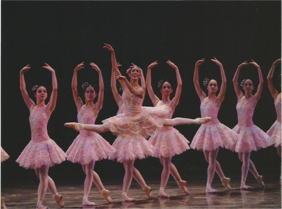 Agustina Galizzi y cuerpo de baile