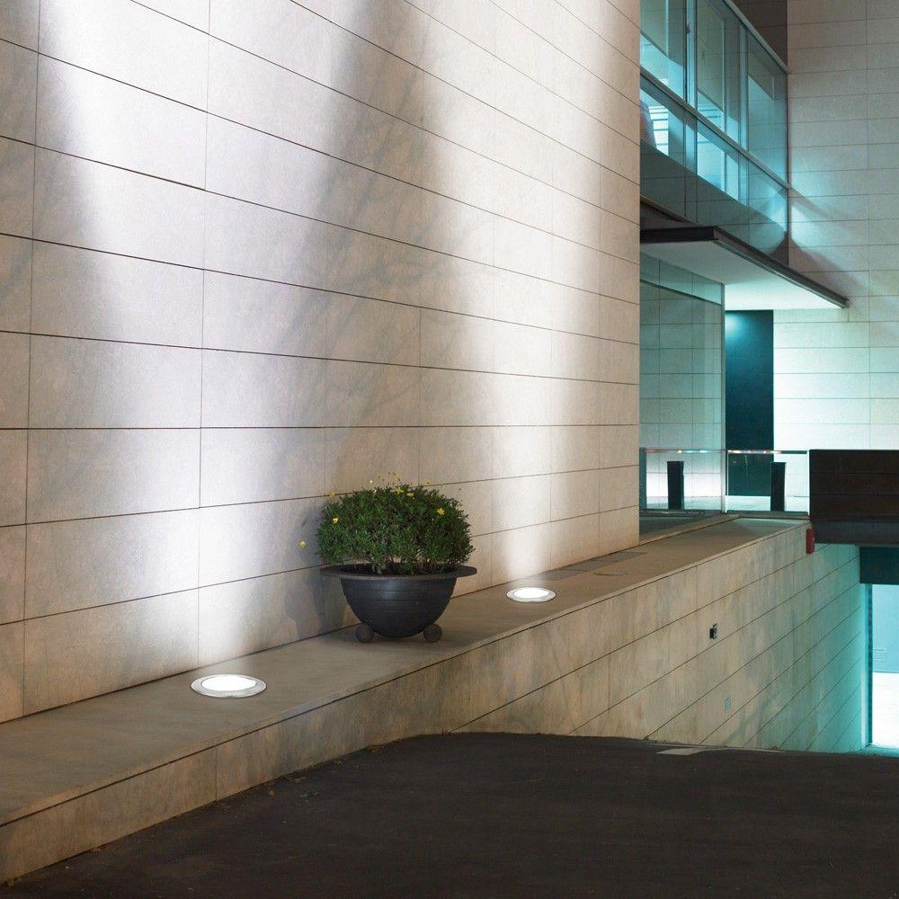 L 39 esterno di una casa illuminato da faretti led da esterno - Illuminazione led interni casa ...