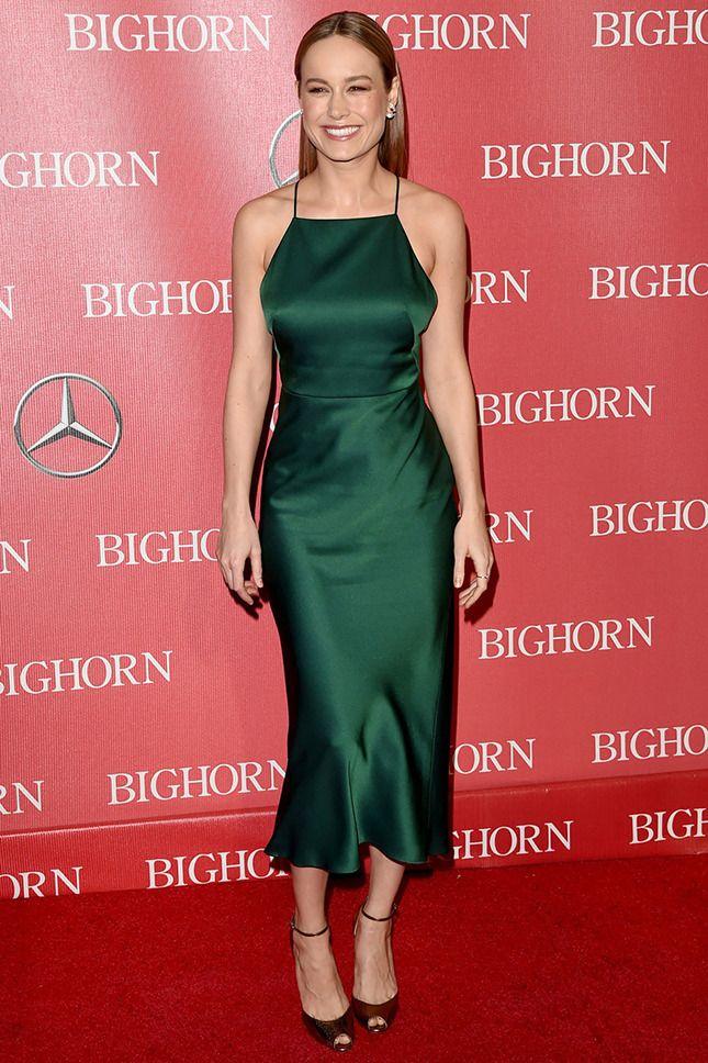 8435ab68b6f2 Дакота Джонсон, Амбер Херд, Сиенна Миллер и другие знаменитости, которые  выбрали платье в бельевом стиле для торжественного мероприятия