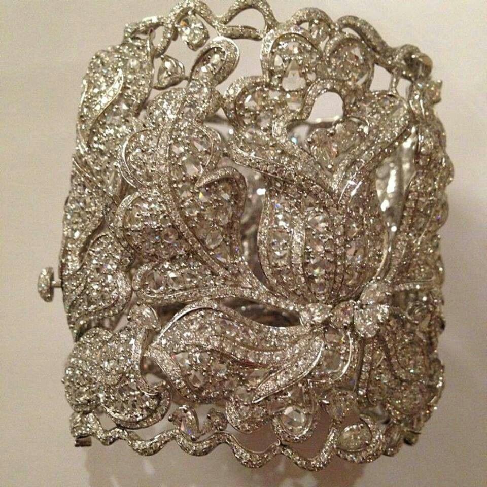 Lorraine schwartz diamond lace cuff diamonds evening looks