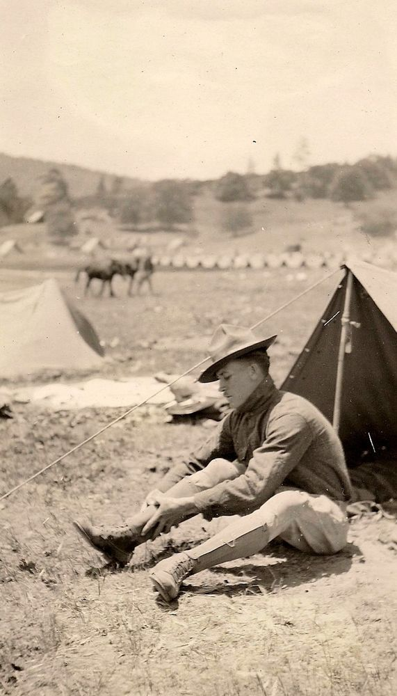 OLD VINTAGE PHOTO WWI U.S. DOUGHBOY SOLDIER AT CAMP w/ TENT u0026 GAITERS LEGGINGS & OLD VINTAGE PHOTO WWI U.S. DOUGHBOY SOLDIER AT CAMP w/ TENT ...