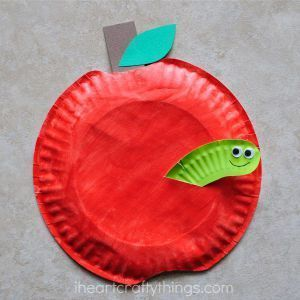 Pappteller Apfel Kinder basteln  Fall Kinder basteln basteln für Kinder  acraftylife.com #vorschule #handwerker #handwerker #fallcraftsforkidspreschool