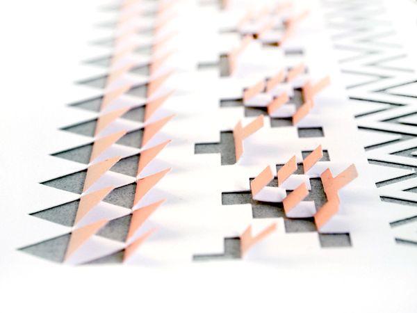 Este é o trabalho de Sarah Louise Matthews , baseado em corte de papel com uso inteligente dos espaços negativos.  Os padrões são parc...