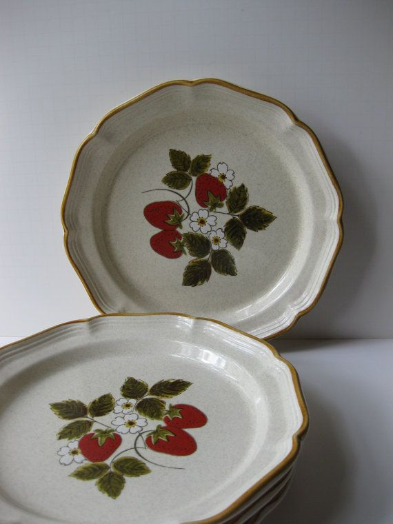 I recently purchased these vintage Mikasa dishes at an estate sale. Perfect for a summer bbq! & Vintage Mikasa Strawberry Festival Dinner Plates Set of Four ...