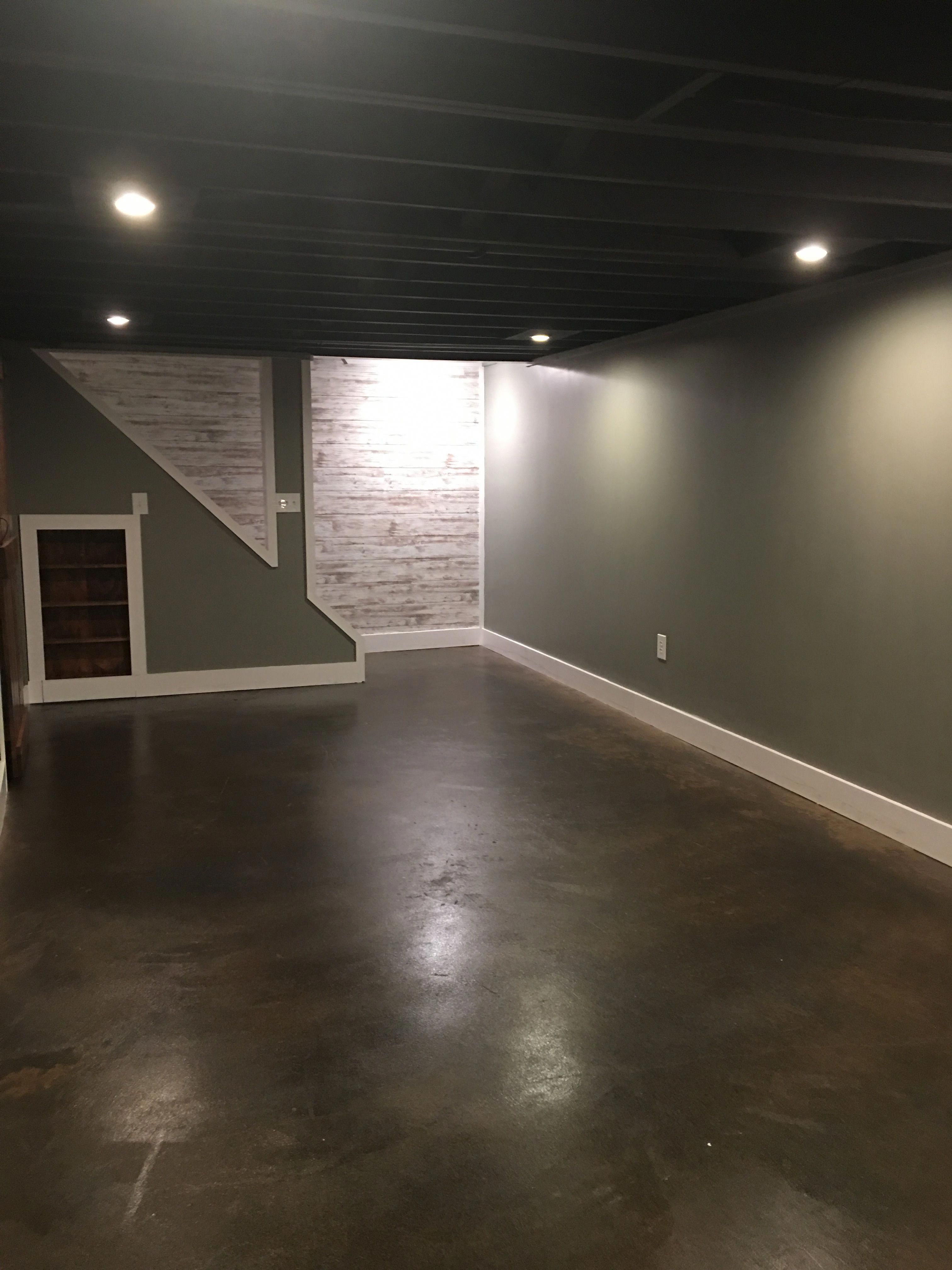 Prices For The Development Of A Basement In 2020 Rustic Basement Basement Makeover Concrete Basement Floors