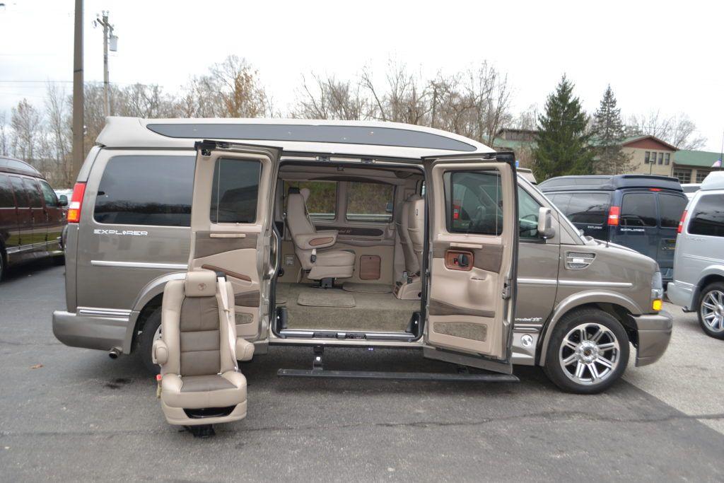 Pin By Eric Newton On Furgoneta Camper In 2020 Chevy Express Van Mens Vans