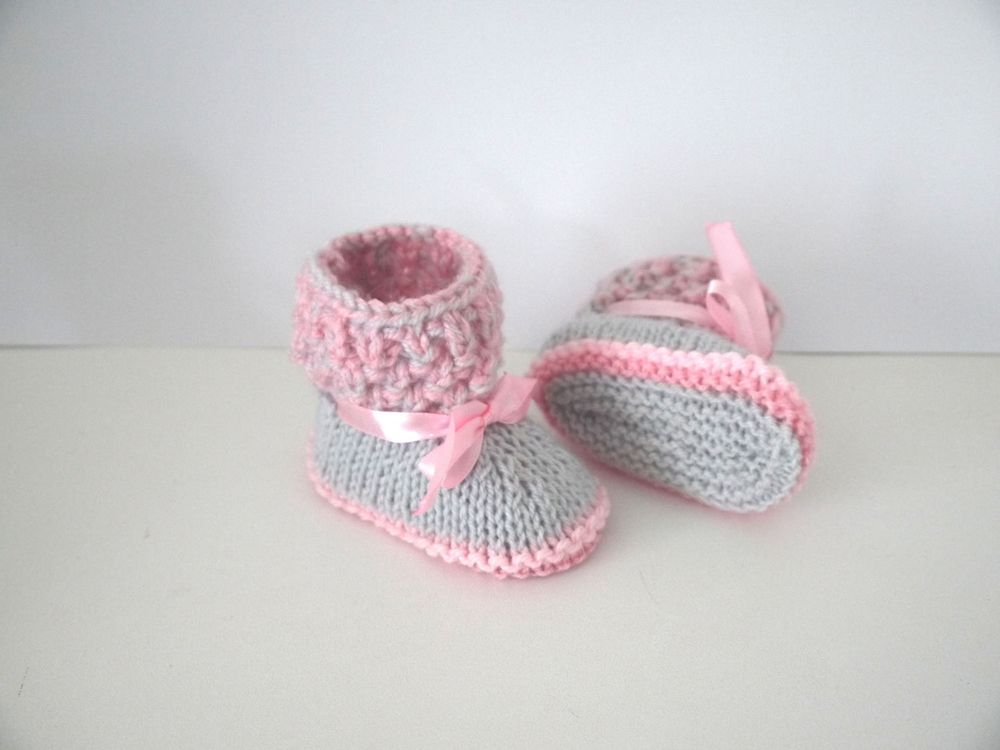 a5dd29a1cd7bf Chaussons bébé fille naissance 0 3 mois gris perle et rose via  Sweet-Creas s shop. Click on the image to see more!