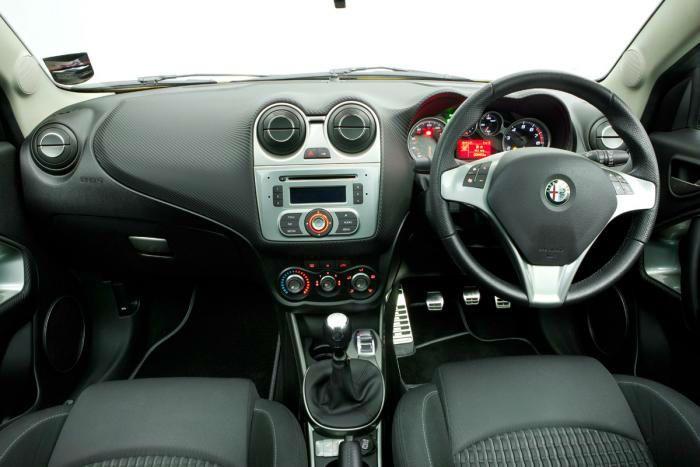 2014 Alfa Romeo Mito Interior   mito   Pinterest   クルマ, 古い車 ve 車