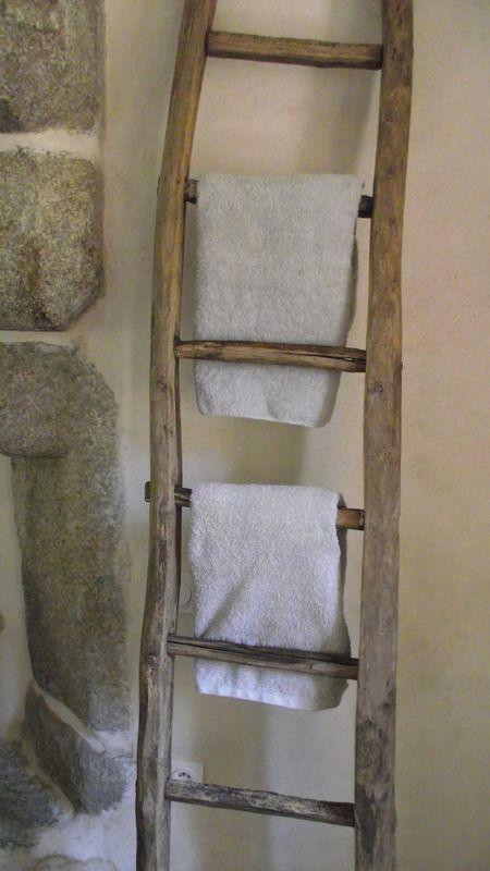 Portes-serviettes, échelle bois de récupération, salle de bains - tour a bois fait maison