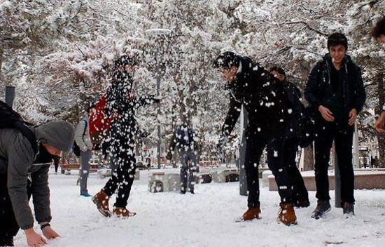 Eğitime kar engeli - Aşırı kar yağışı nedeniyle Türkiye\'nin pek çok ilinde okullar tatil edildi.