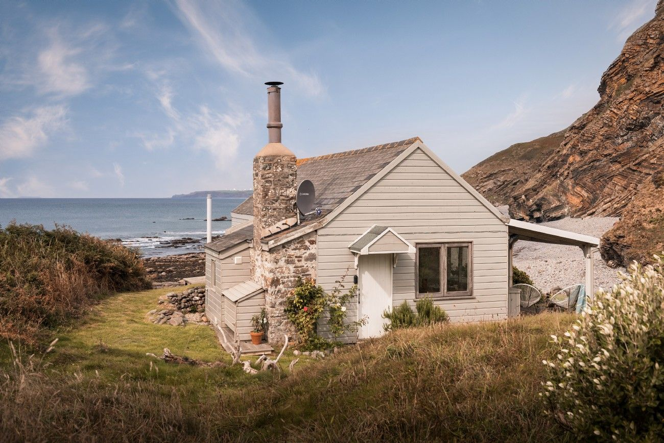Incredible The Beach Hut In Cornwall Millook Beach Tipy Na Dovolenou Download Free Architecture Designs Terstmadebymaigaardcom