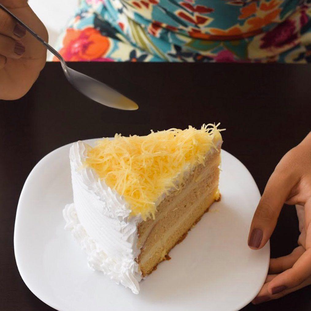 Imposible Resistirse A Una Probada De Pastel De Tres Leches Con Queso De Bola No Olvides Que Hoy Es Miércoles De 3x2 En Pasteles Y Baking Desserts Cake