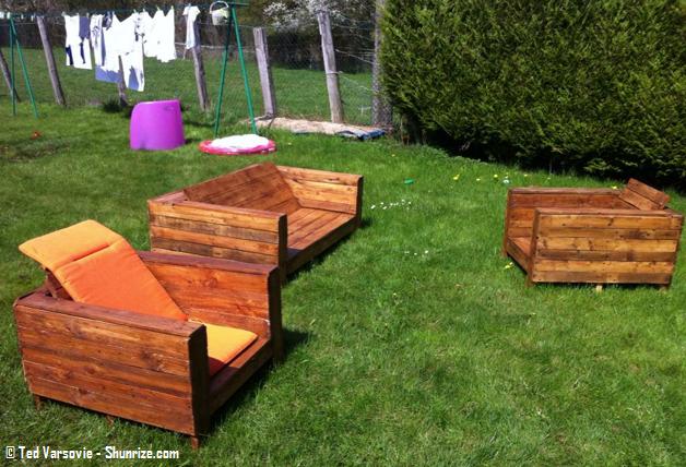 Bricolage creer du mobilier de jardin avec des palettes en bois shunrize chambre coucher for Mobilier de jardin en bois