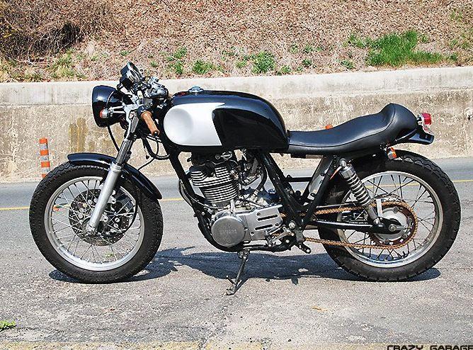Crazy garage yamaha sr400 for Garage yamaha scooter