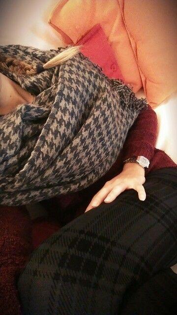 Maxi scarf, pied de poule, black leggins...