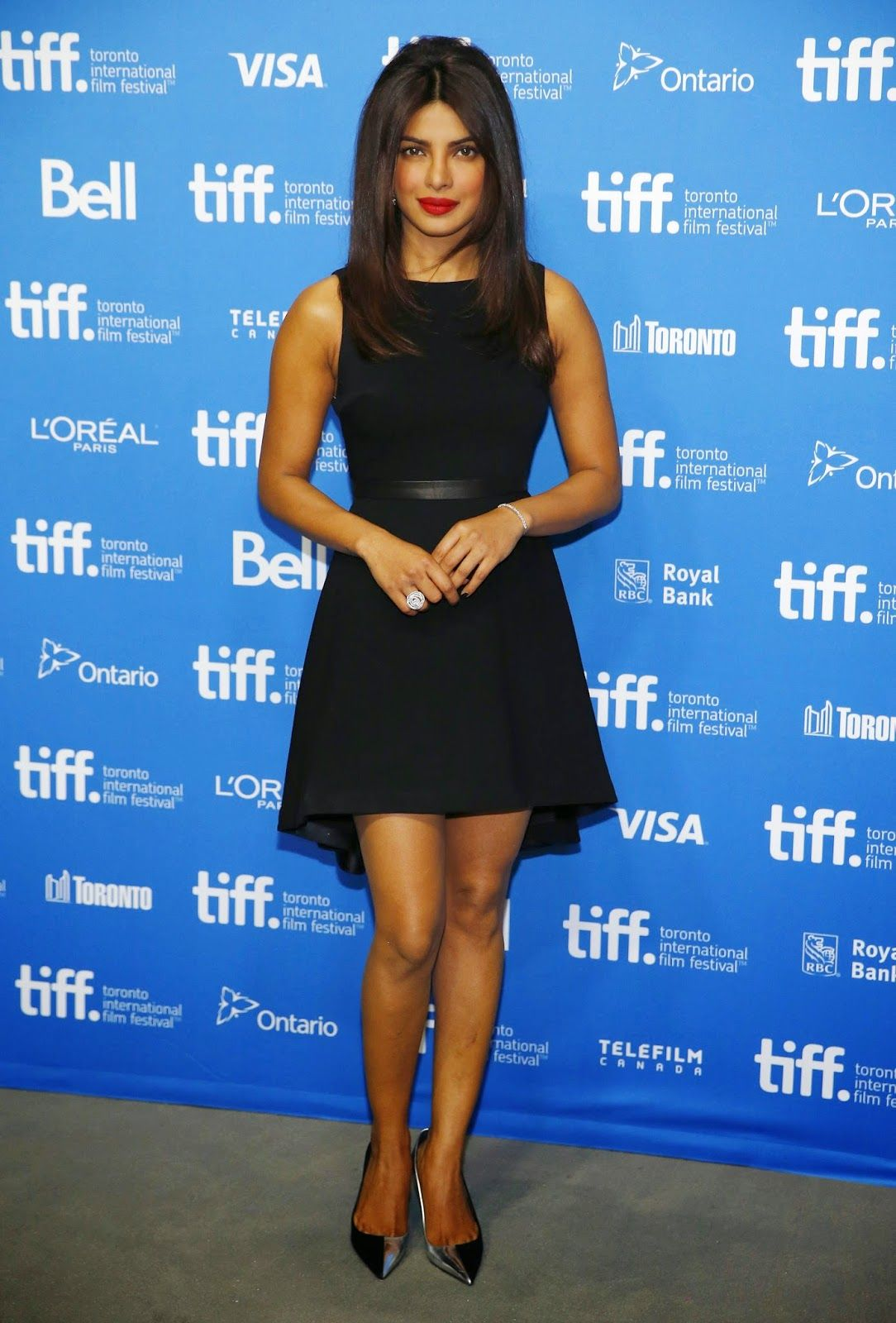 Priyanka Chopra Looks Smoking Hot In Black Dress At Film 'May Kom ...