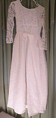 Vintage 1970s bridal wedding gown dress lace  https://t.co/YR4q9rgFbk https://t.co/xxWY0galh8