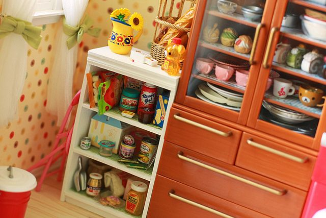 re-ment cabinet and shelves