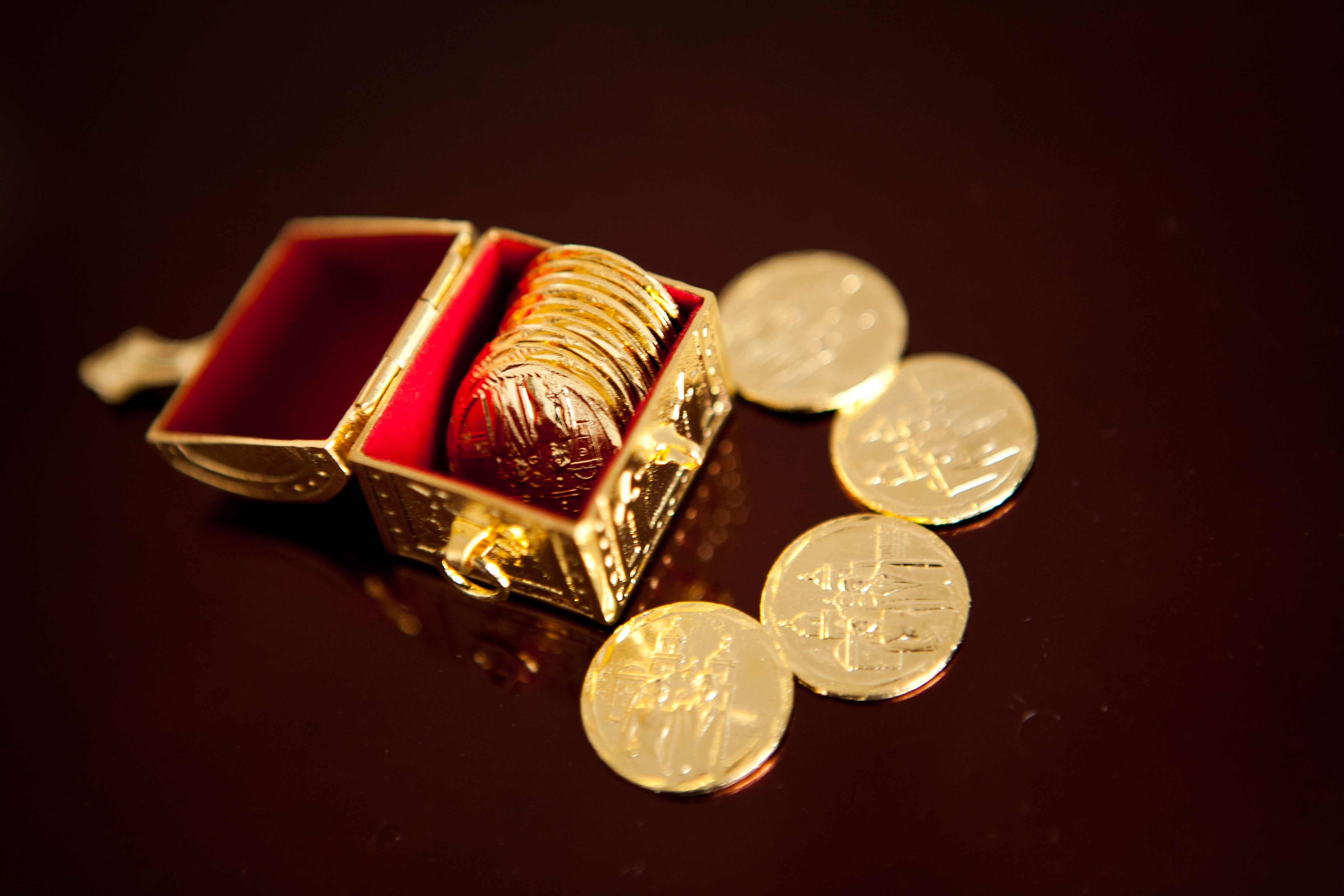 The las arras are little coins that are exchanged during the wedding ceremony these coins are - Point p arras ...