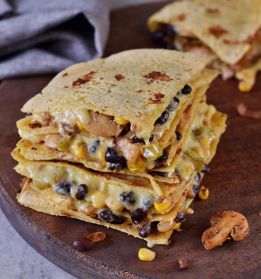 These Vegan Quesadillas Are Perfect For Lunch Dinner Or As A Filling Snack The Recipe Is Gluten Free Dairy Fr Vegan Snacks Vegan Dishes Healthy Vegan Snacks