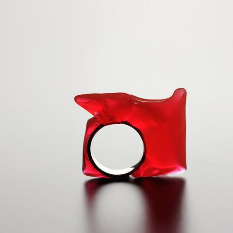 """""""Ella"""" Resin with red natural pigment silver ring unique shape  CATALINA BRENES - COSTA RICA - 2009 - silver 925, Resin with natural pigments"""