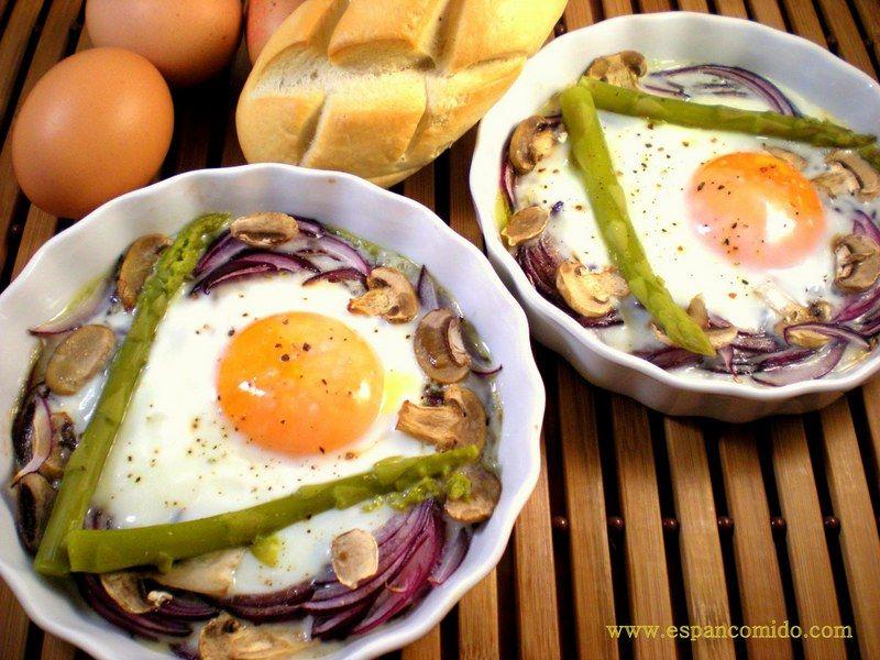 Huevos al horno con verduritas