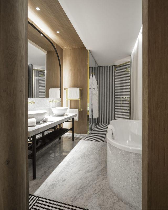 Luxury 5 Stars Hotel In Paris Champs Elysees Bathrooms Remodel Bathroom Interior Hotel Interior Design