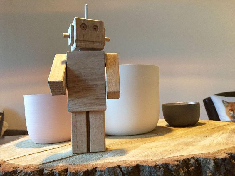 Roboter aus eiche deko roboter holz roboter von for Deko accessoires wohnen
