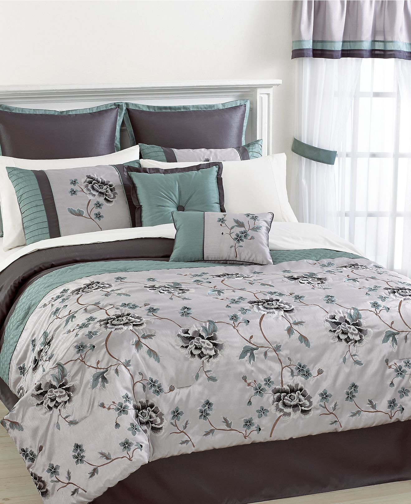 Sonatina 24 Piece California King Comforter Set Bed in a