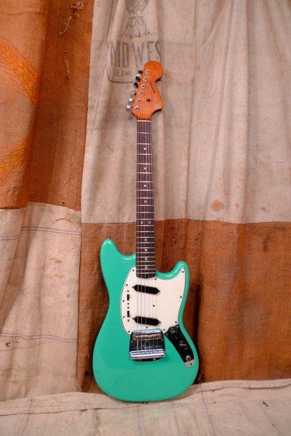 surf green mustang guitars in 2019 fender guitars guitar gibson guitars. Black Bedroom Furniture Sets. Home Design Ideas