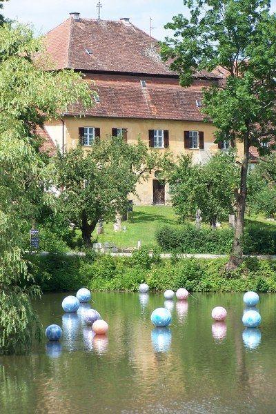 """Kunstaktion """"The Bubbles"""" auf dem Inselweiher Scheyern, Info: Kunst im Gut/Veranstaltungsbüro"""