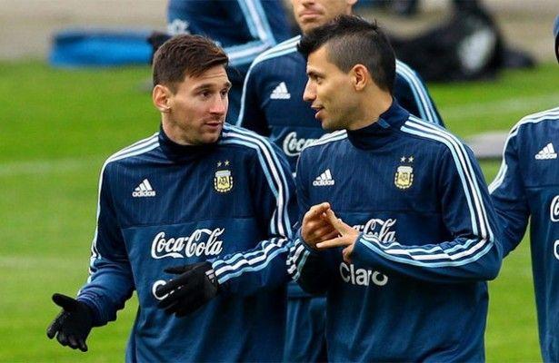 Argentina presionará a Messi tras la lesión de Agüero - Sergio Agüero se lesionó en la derrota de Argentina frente a Ecuador. El delantero del Manchester City tuvo que abandonar el partido en la primera m...