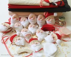Tutorial - Hey Girl!: The invasion of Santas - Pattern plus others
