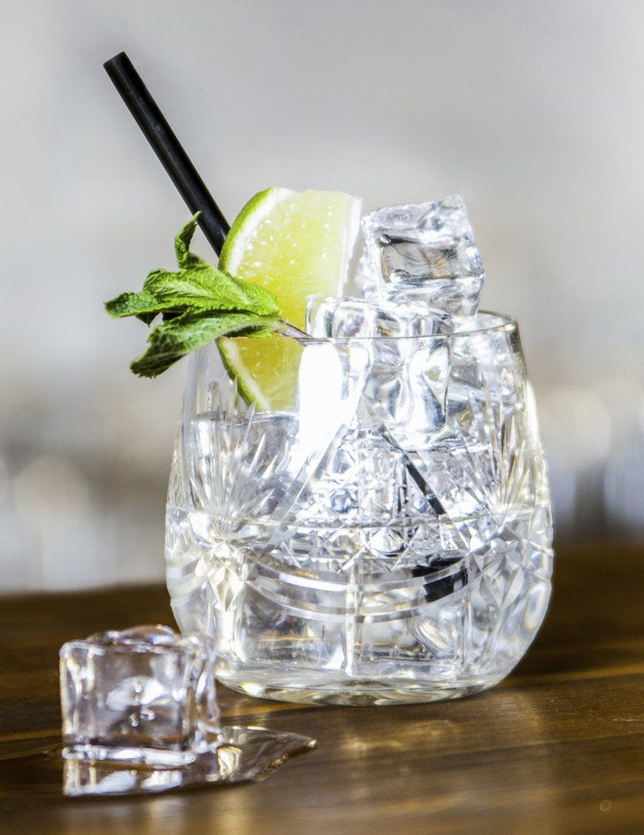 Pin for Later: The Drink That Takes More Than 1 Hour on the Treadmill to Burn Off Vodka Soda Calories in one vodka soda: 96 To burn off one, run for 10 minutes. Calories in three vodka sodas: 289 To burn off three, run for 30 minutes.