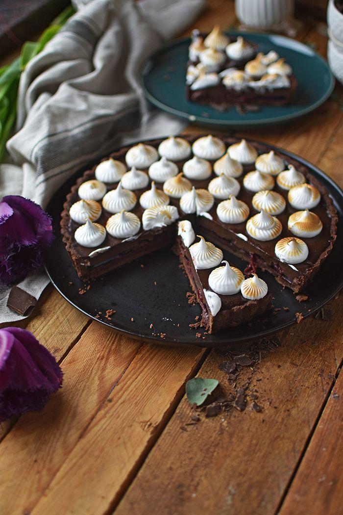 Schokoladen-Tarte mit Kirschkern und Marshmallow-Tupfen ⋆ Knusperstübchen