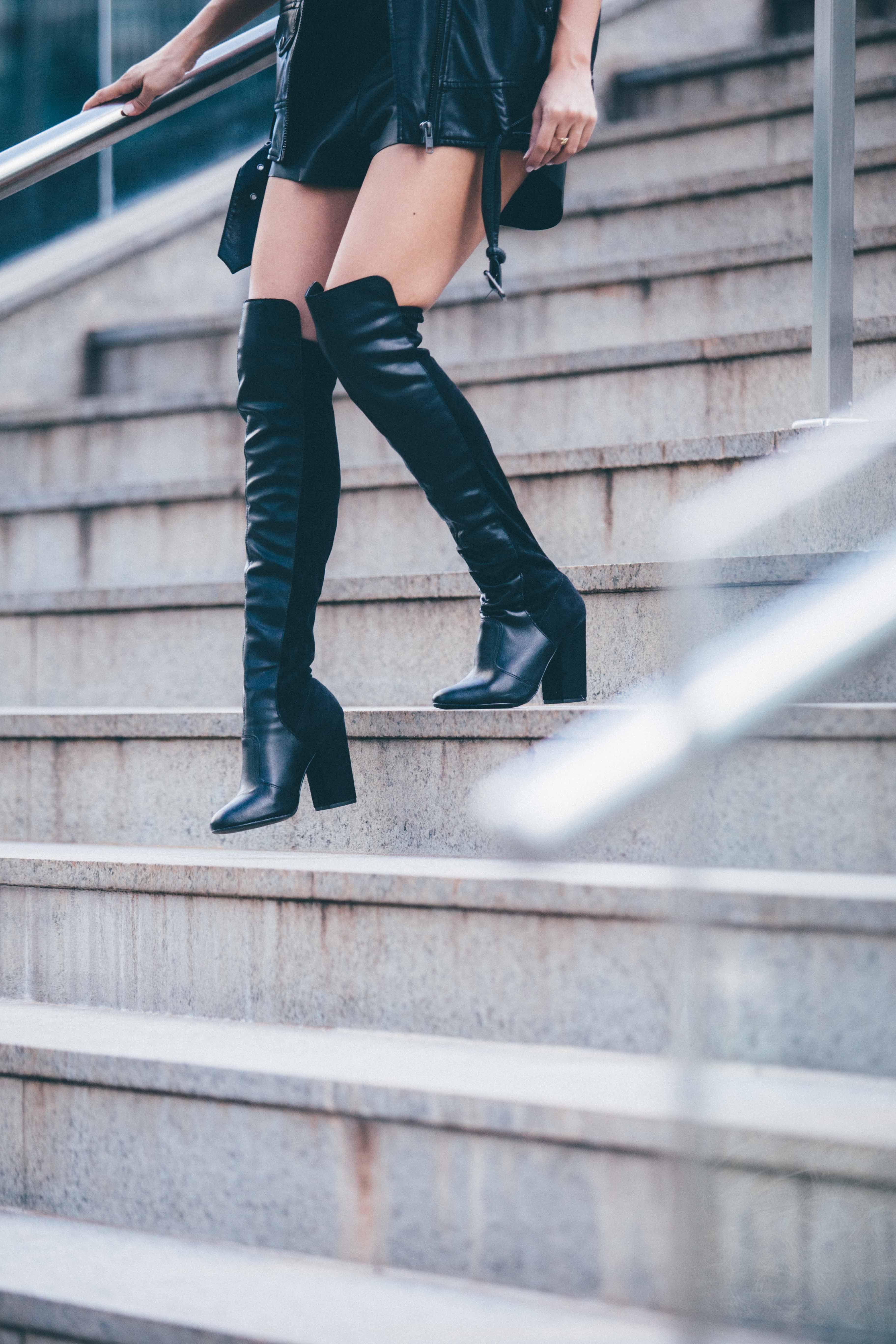 6b0552bc2 Bota over the knee preta em couro.   Shoes   Pinterest
