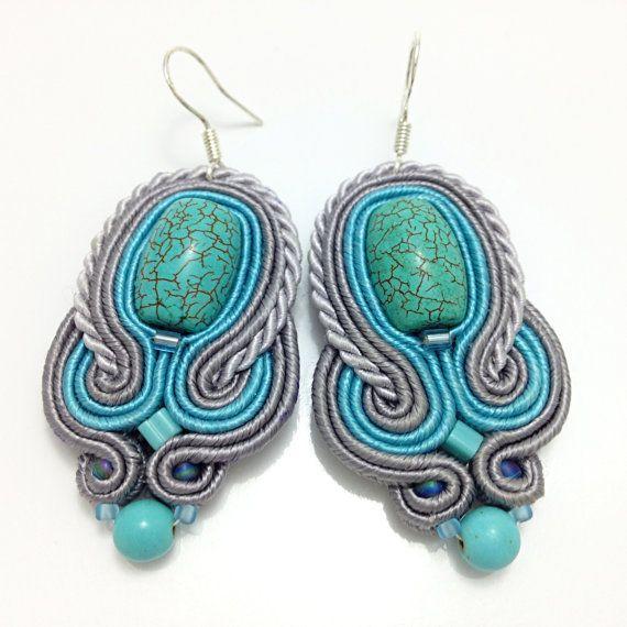 Blaue Stoffgrund Ohrringe mit Türkis. Sterling von MalisaJewellery
