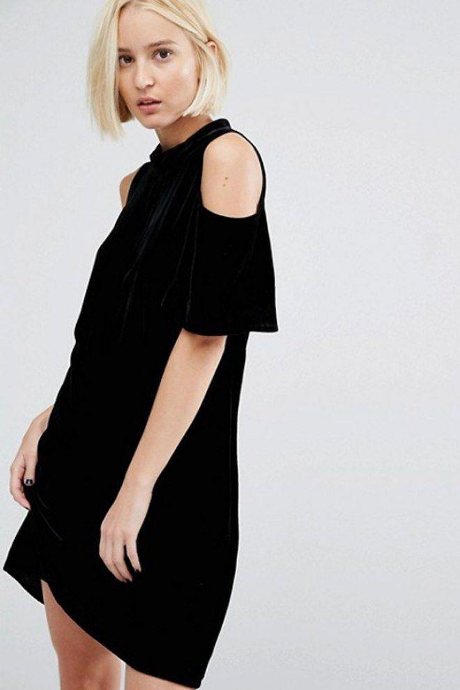 Robe noire ASOS à épaules dénudées, une version so 2017 de la fameuse  petite robe noire, la PRN 096499dc69d